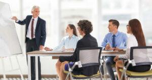 imagem de pessoas em reunião na empresa